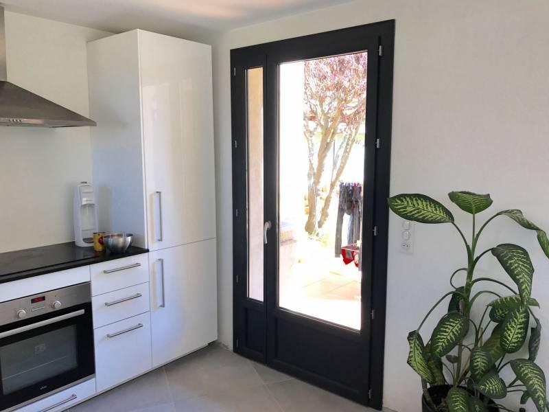 porte fen tre en pvc gris anthracite venelles mo 39 renove. Black Bedroom Furniture Sets. Home Design Ideas